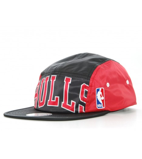 Mitchell and Ness 5 Panel BULLS Strapback Noir / Rouge