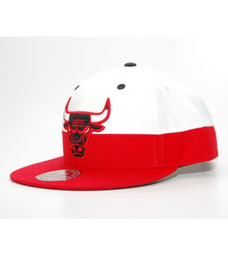 EXCLU! MITCHELL & NESS BULLS Chicago Blanc / Rouge White CrownEXCLU! MITCHELL & NESS BULLS Chicago Couleurs scindés Rouge / Blan